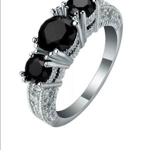 Jewelry - Size 6 Black 3 Stone Ring
